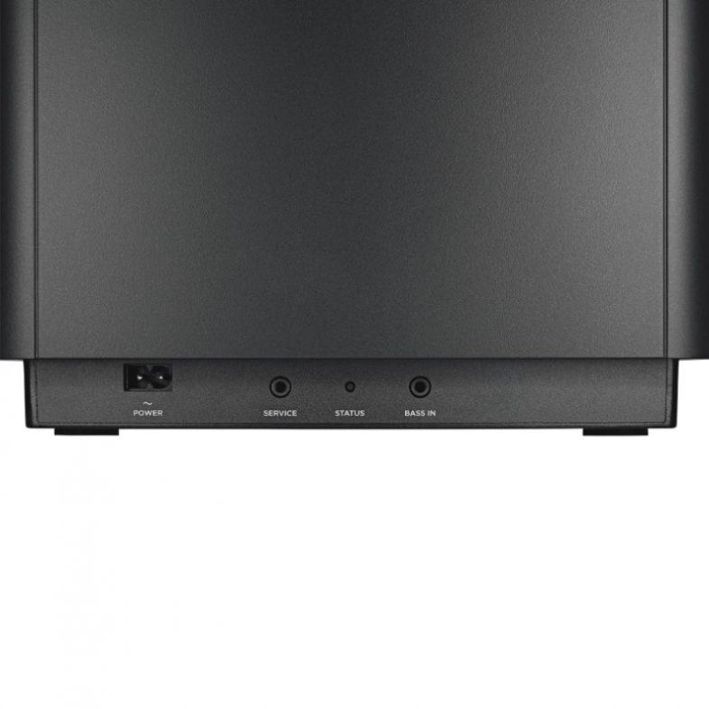 Bose bass module i sort fra bagsiden med kabelindgang