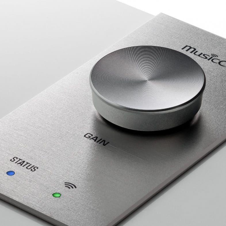 Yamaha MusicCast sub100 ved knapper