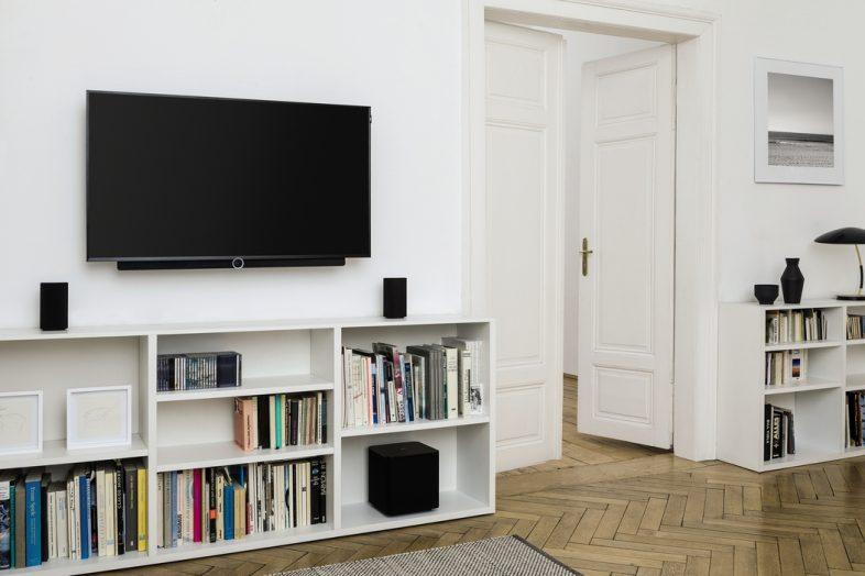 Lifestyle billede af Bild 2 i stue med højttalere