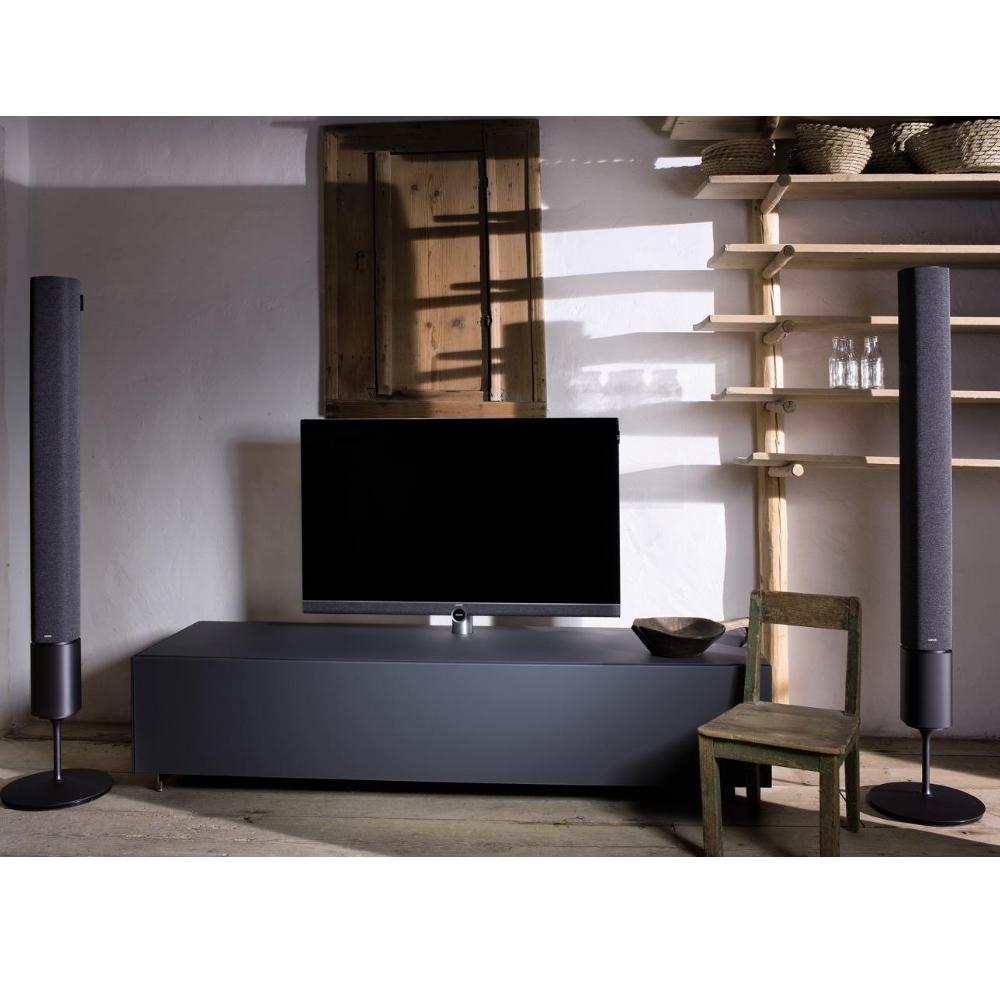 Lifestyle af et Loewe Bild 5 fjernsyn i stue med et par klang 5 højttalere