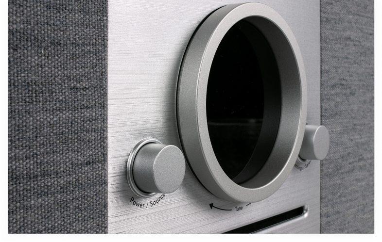 Tivoli Audio music system ny tæt på knapper