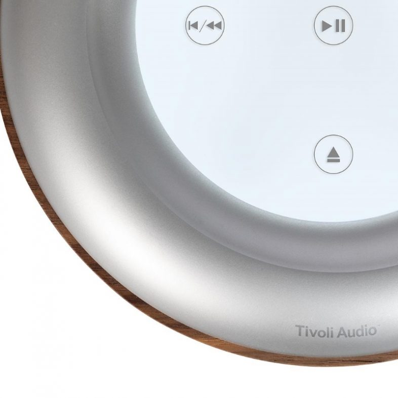 Tivoli Audio model cd valnød fra toppen med touch